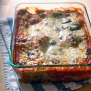 Spinach and Mushroom Vegetarian Lasagna |This vegetarian lasagna will satisfy even the most meat-loving carnivores, it uses cottage cheese instead of ricotta, and it can be made well in advance and frozen for an easy make-ahead meal!