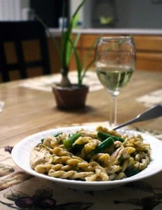 Chicken Piccata Pasta | Chicken is tossed with green beans, whole wheat pasta, and a lemony buttery sauce for a quick, delicious, and inexpensive meal.