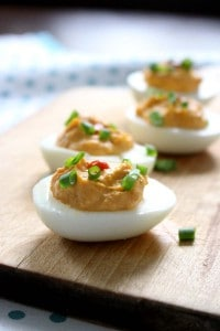 Sriracha Deviled Eggs | Traditional deviled eggs are made with the addition of sriracha and rice vinegar for a flavor-packed snack!
