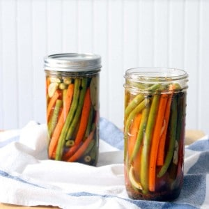 Spicy Cajun Pickled Green Beans and Carrots