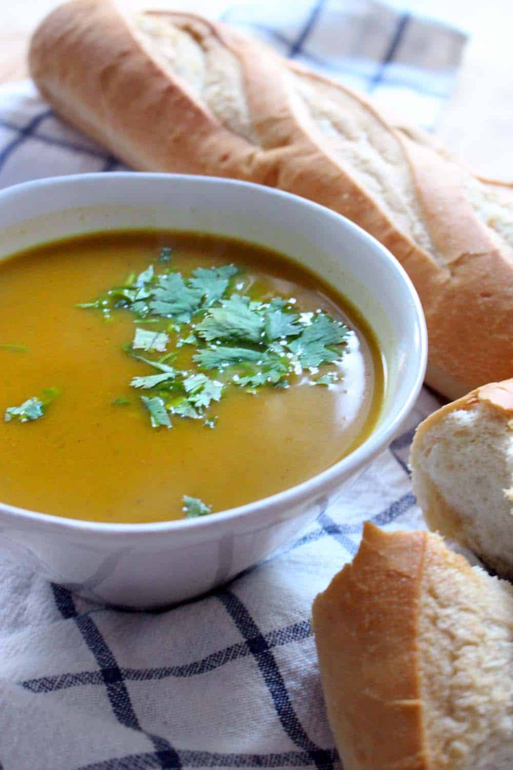 Slow Cooker Butternut Squash Soup | This creamy and scrumptious butternut squash soup is vegan, full of flavor, and super healthy from the addition of ginger and turmeric. Cook in your slow cooker for a really easy dinner- your house will smell amazing!