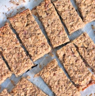These peanut butter and banana energy bars are easy to make, have only 5 natural, healthy ingredients and are packed full of carbs, healthy fats, and protein. The perfect, delicious snack to get you going!