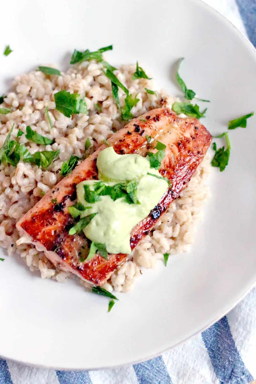 Seared Salmon with Avocado, Lemon, and Garlic Aioli | This perfectly seared salmon pairs so well with the simple, bright, and tangy avocado, lemon, and garlic aioli and takes only 10 minutes to make! The sauce steals the show- you're going to want to put it on everything!