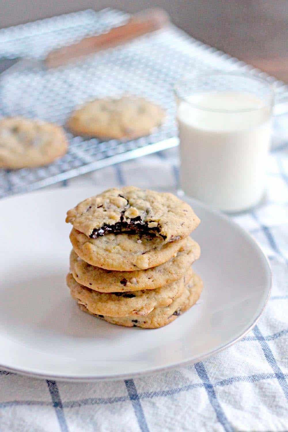 Salted Almond Chocolate Chunk Cookies | These sweet and salty cookies ...