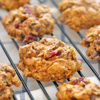 Dark Chocolate and Cranberry Pumpkin Oatmeal Cookies (and a GIVEAWAY!!!)