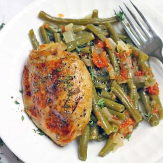 Slow Cooker Greek-Style Green Beans and Chicken Thighs