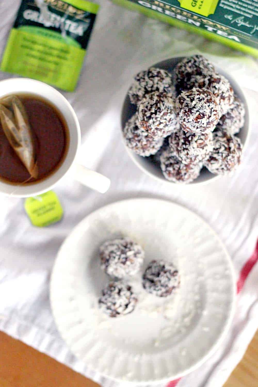 chocolate-coconut-energy-balls-4