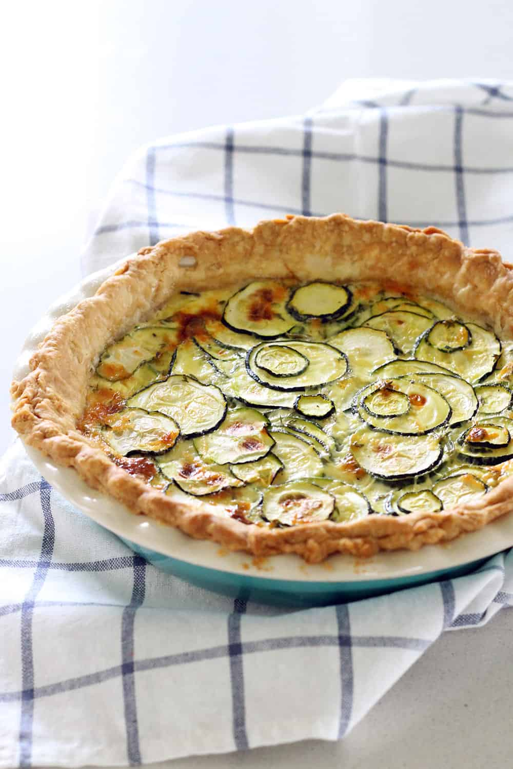 With only six ingredients and about 5 minutes of prep, this quiche is the ultimate easy (and GORGEOUS!) meal for breakfast, lunch, or dinner!
