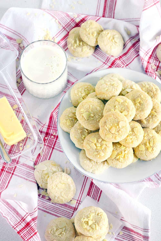 Norwegian Butter Cookies (Serinakaker) - Bowl of Delicious