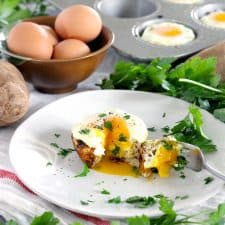 These Bird's Nest Potato and Egg Cups use only 5 ingredients (plus salt and pepper) and are SO easy to make! This vegetarian recipe is an easy way to feed a crowd- it's perfect for Easter morning.